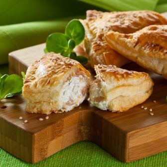 Puff pastry parcels with Robiola Osella with Black Olives and tuna