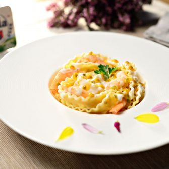 Mafaldine pasta ribbons with Robiola Osella, prawns and passion fruit